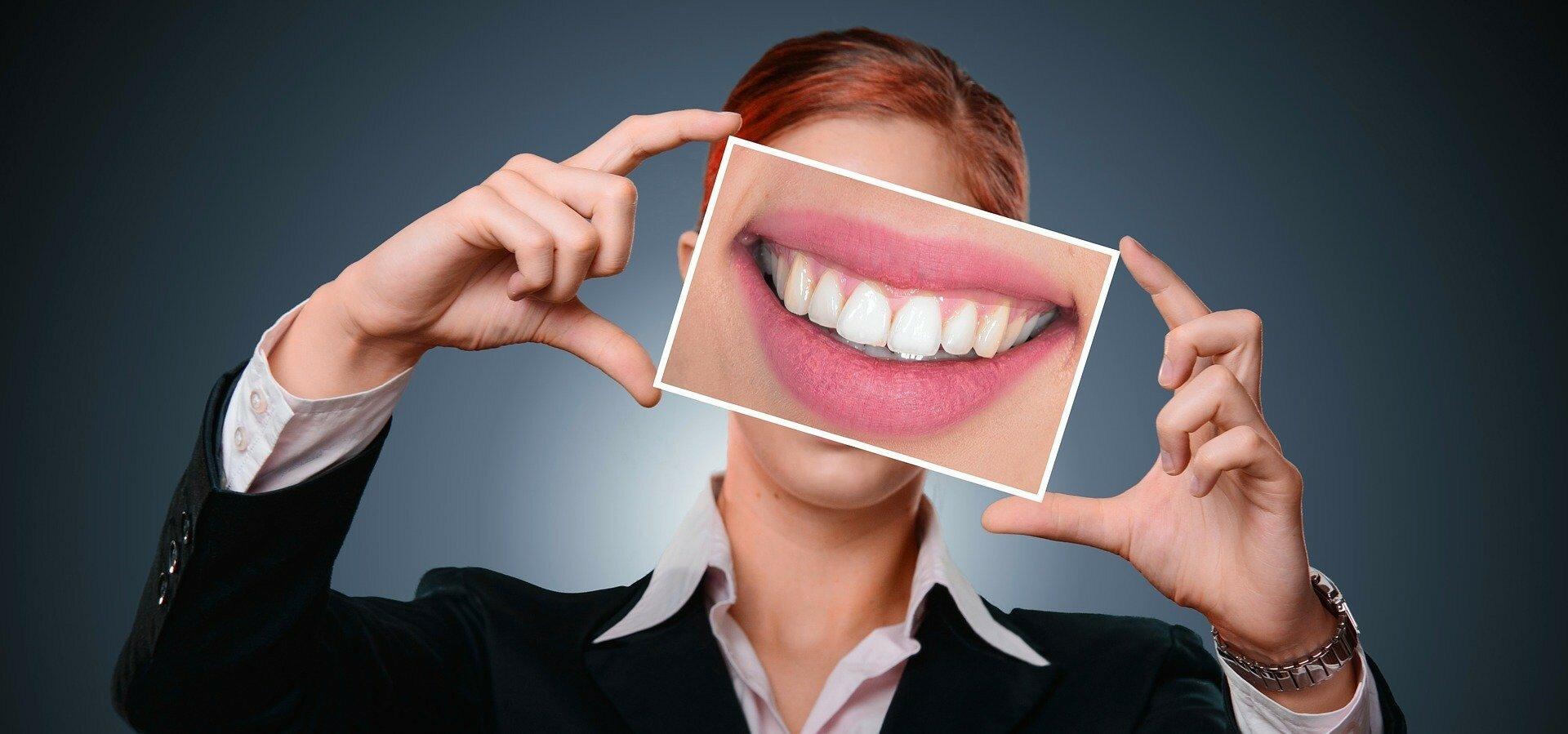 Десять причин потемнения зубной эмали