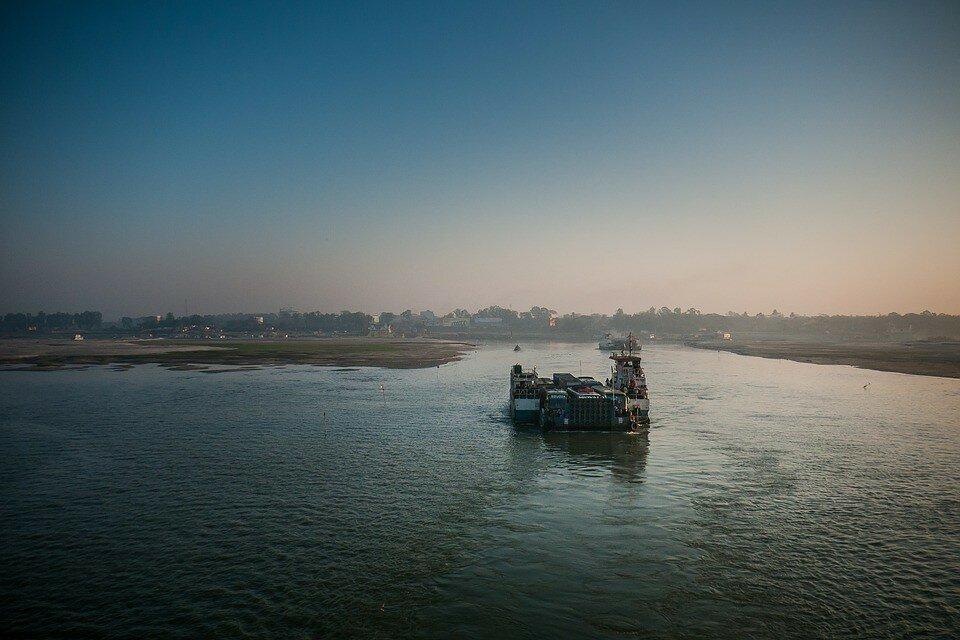 В Бангладеш затонул паром с 50 пассажирами (фото)