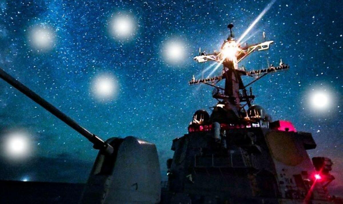 Неизвестные аппараты кружат над боевыми кораблями разных стран