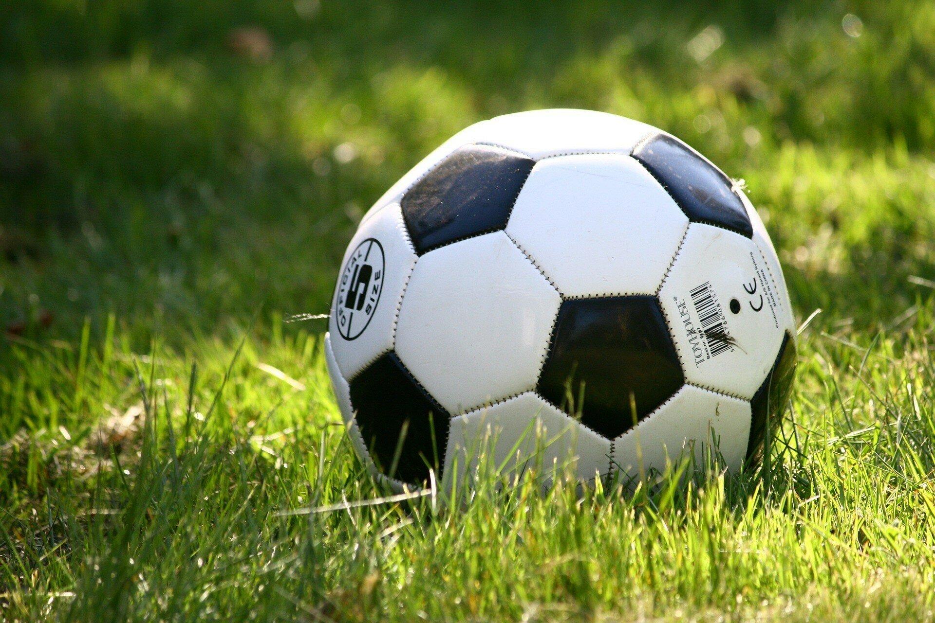 Украинский футболист забил фантастический гол с 40 метров