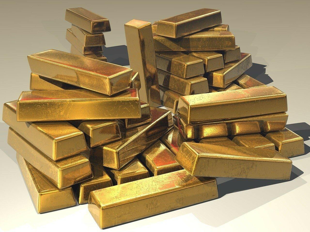 Рынок золота отреагировал на ослабление доллара: актуальные цены