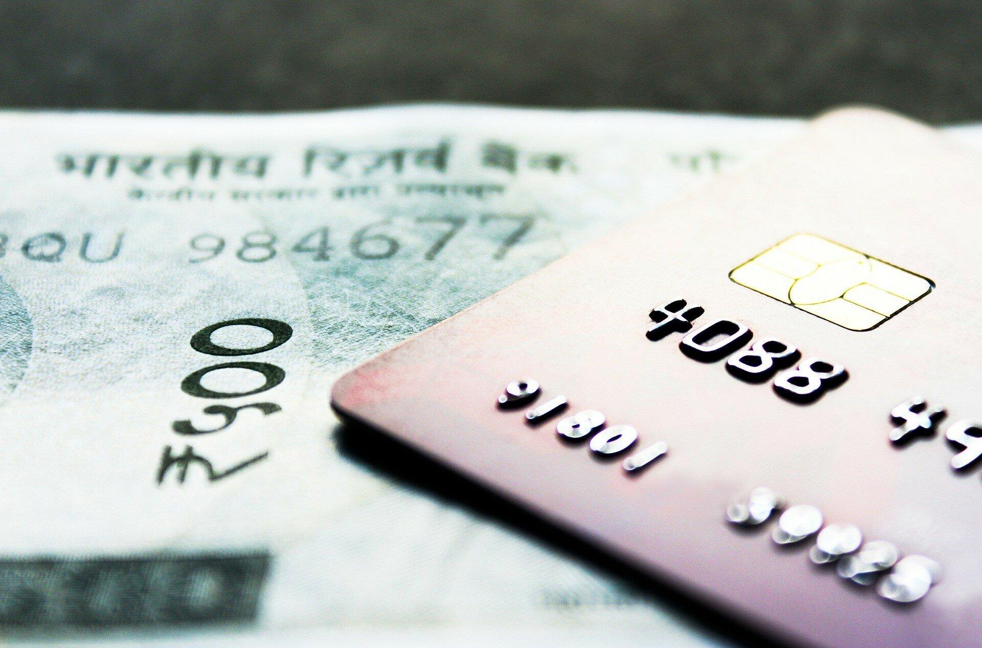 Банки передают в налоговую информацию о личных счетах ФЛП