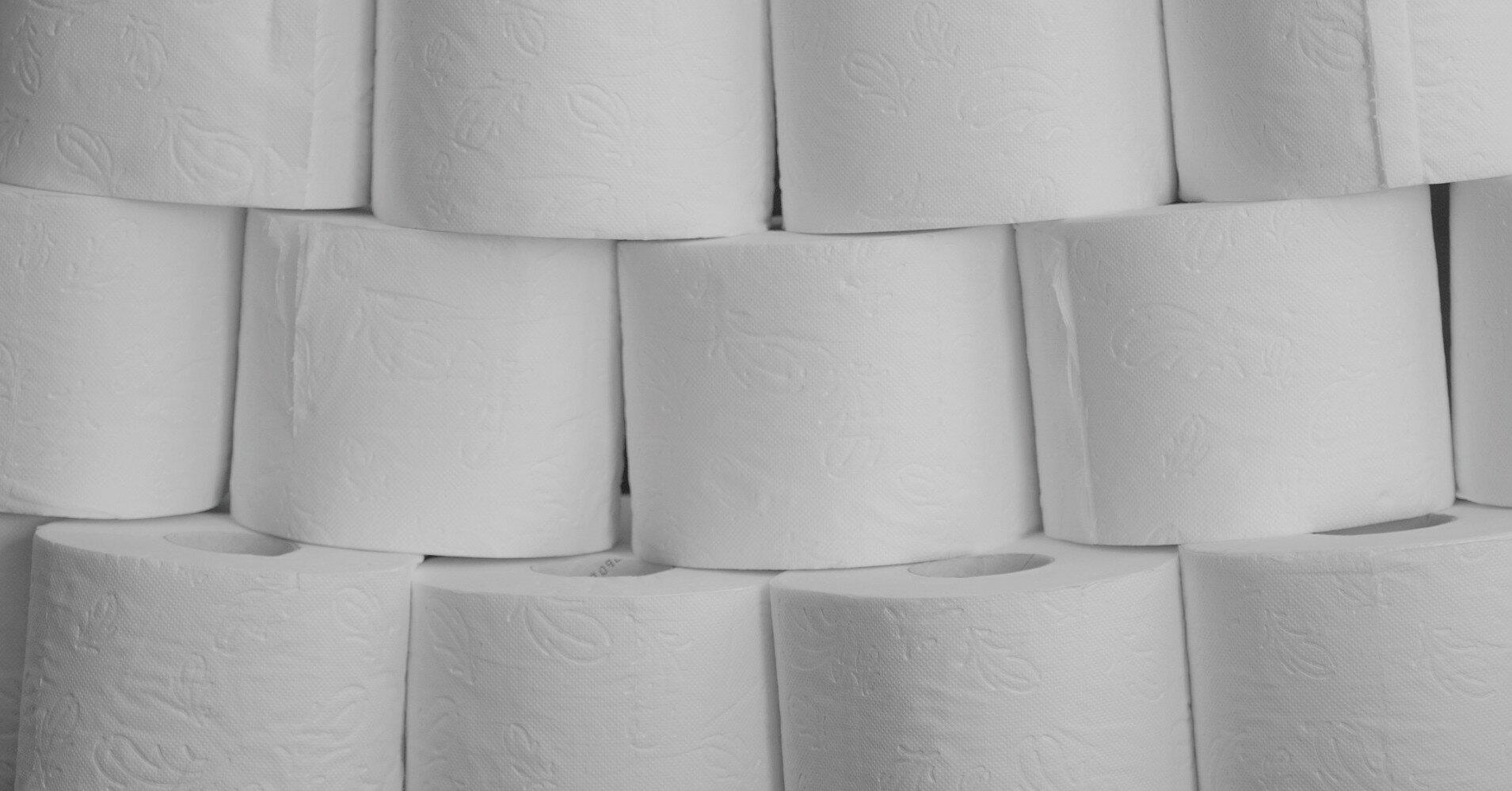 В России тиктокер умер во время кувырка на туалетной бумаге