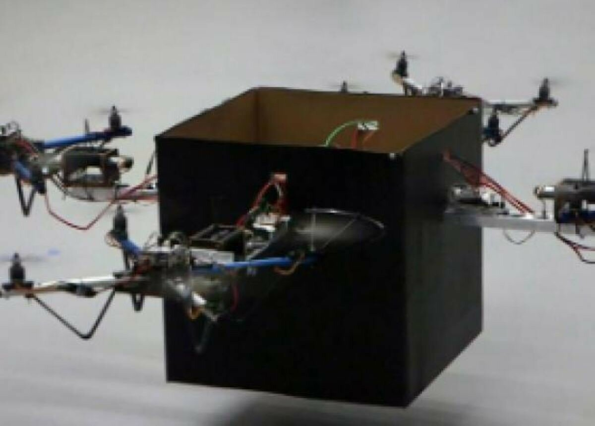 Дроны научились синхронно летать в жесткой сцепке