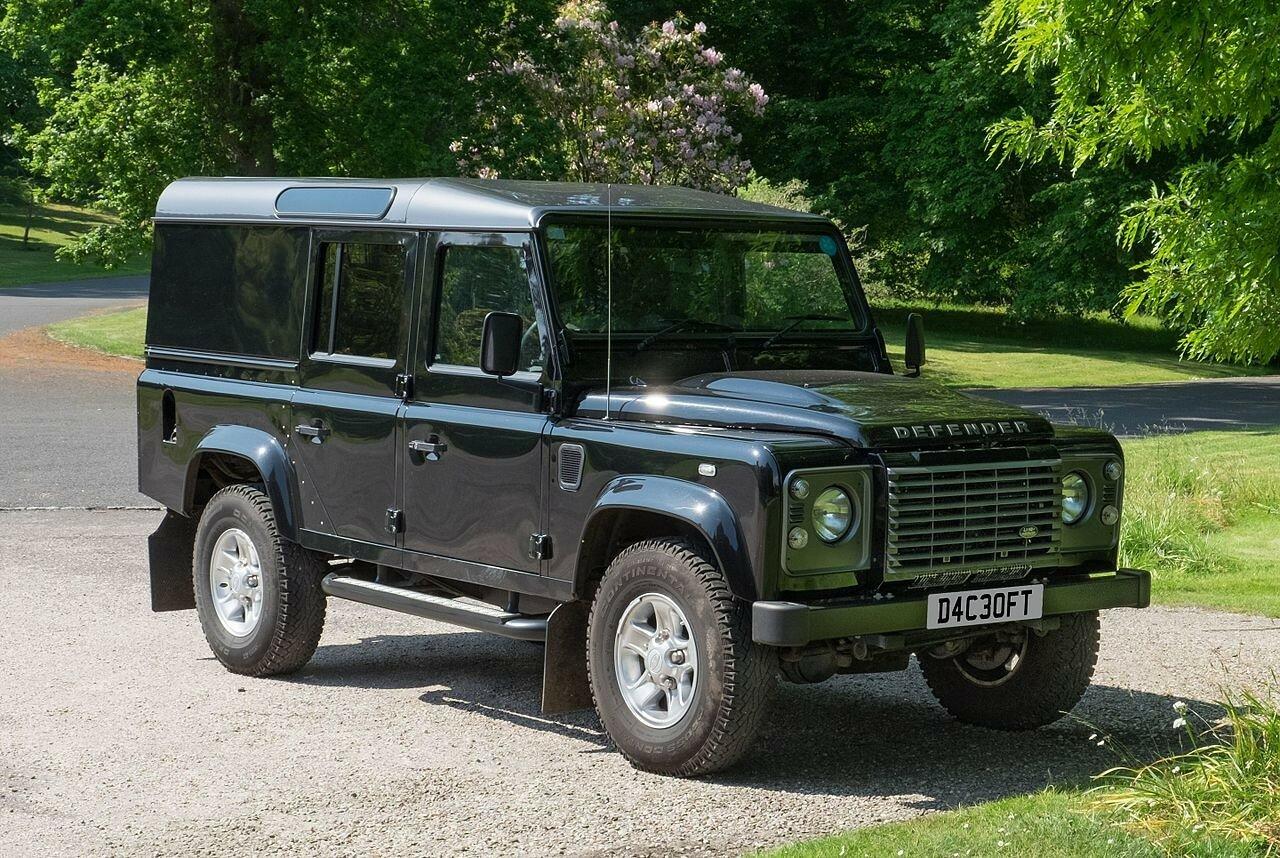 Land Rover из фильма о Джеймсе Бонде появился в Киеве