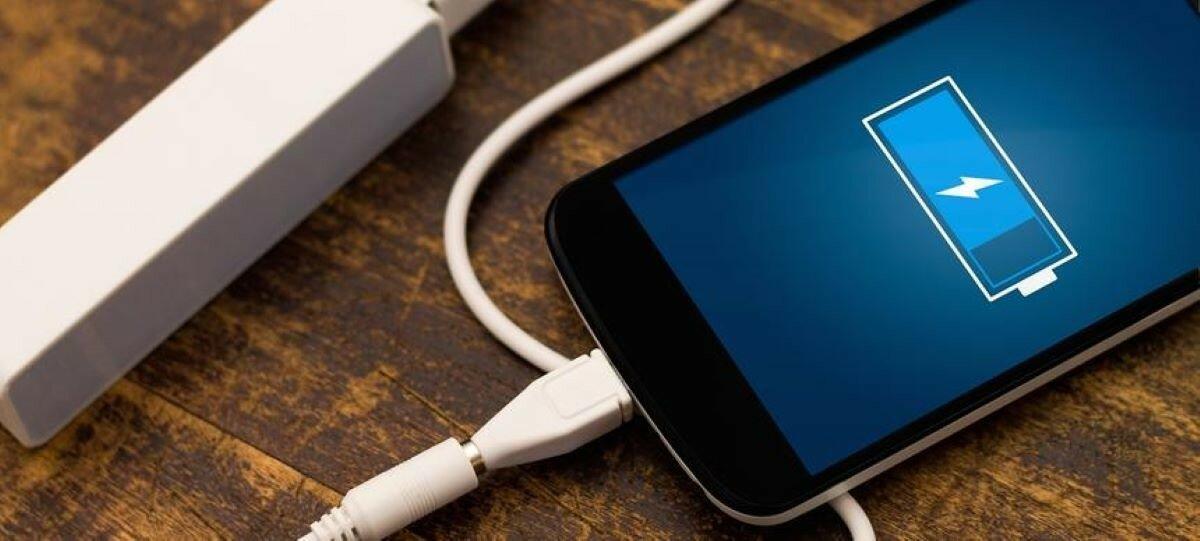 Эксперты перечислили правила зарядки смартфонов и ноутбуков