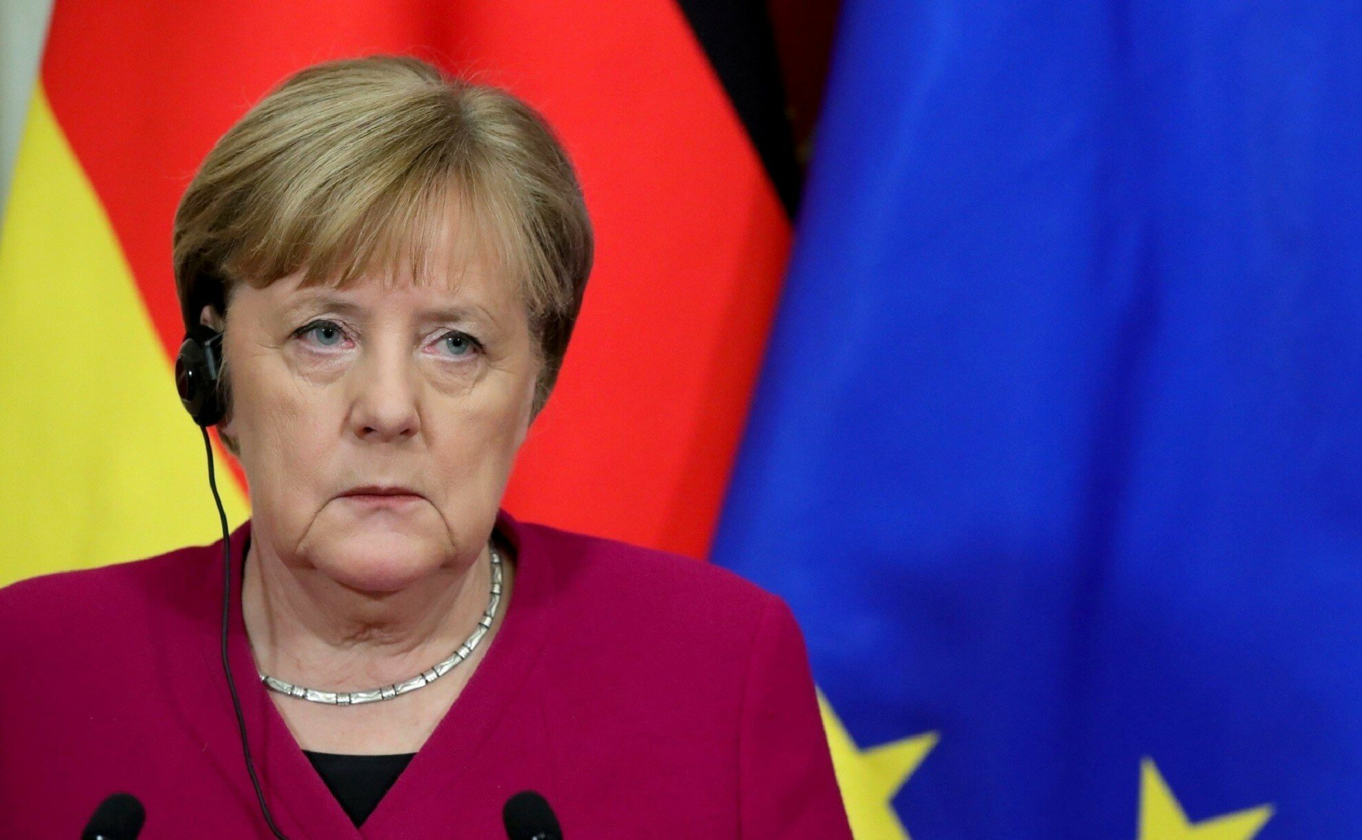 Меркель потребовала у Путина отказаться от наращивания войск на границе с Украиной
