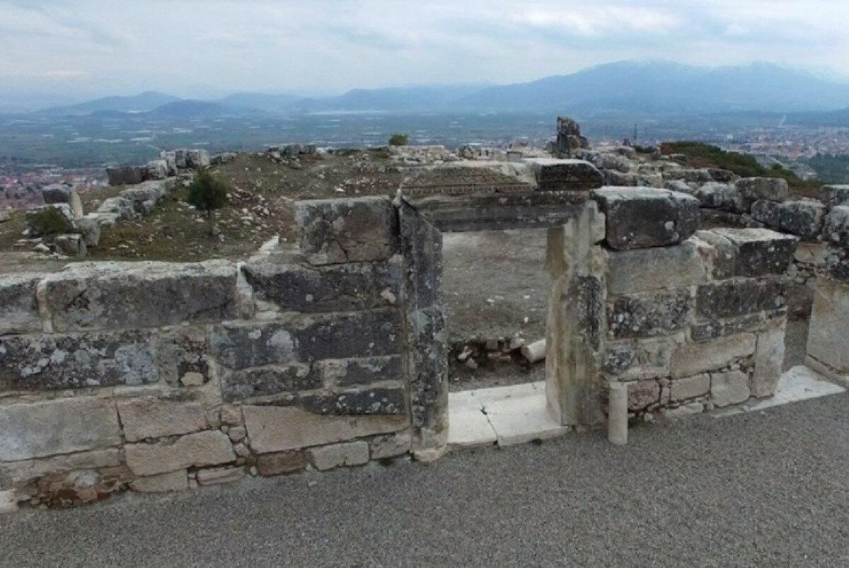 Десятки древних гробниц обнаружены в античном городе Кибира