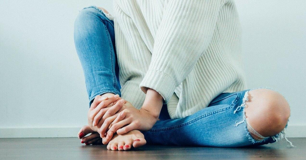 Слоучи, колор блок и варенки: джинсы на лето 2021