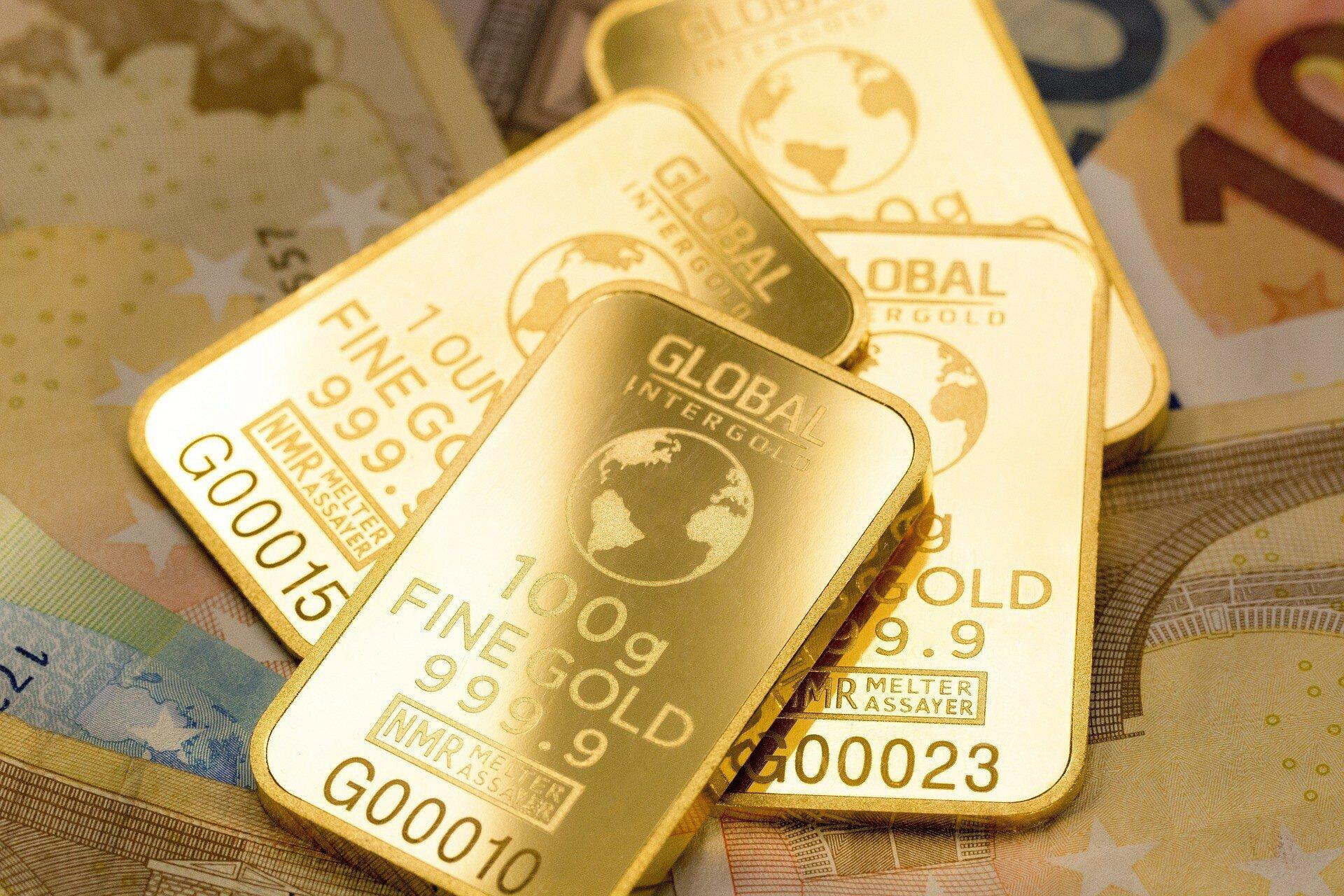 Инвесторы не спешат переключаться на золото: цены на метал