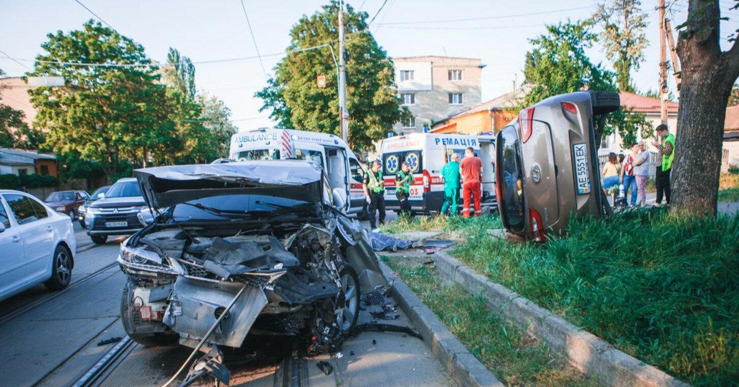 В Днепре столкнулись два внедорожника: погиб человек