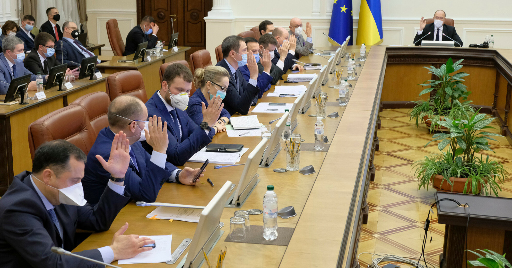 Шмыгаль назначил внеочередное заседание Кабмина