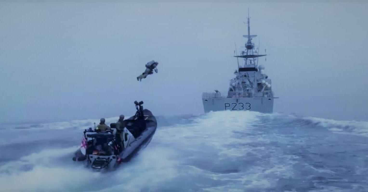 Британские морпехи поразили сеть высадкой с ракетным ранцем