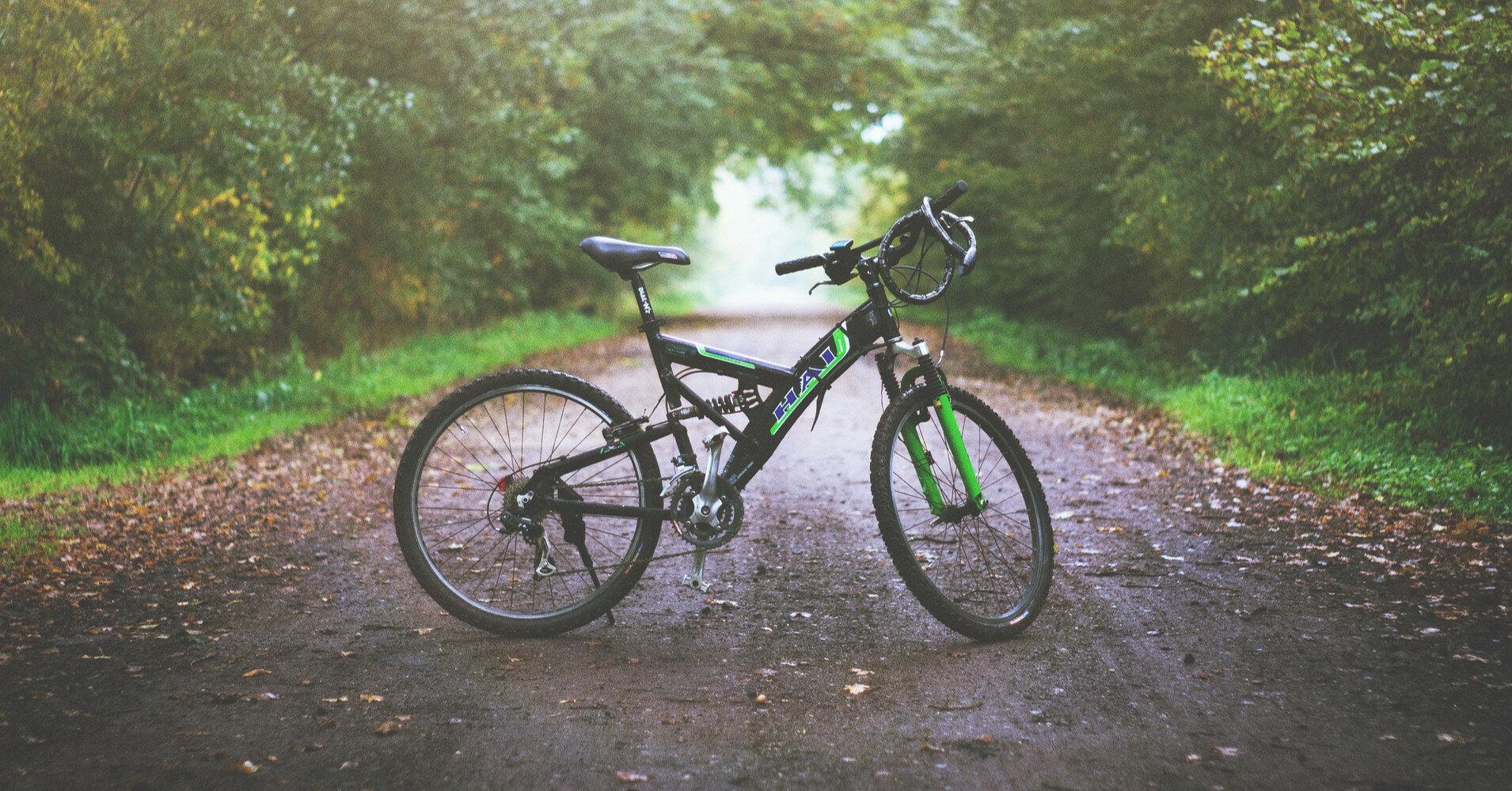 Иностранец сбил велосипедисток и пытался бежать через границу