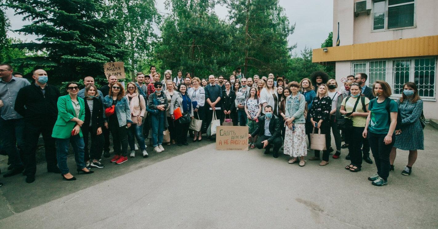 """Активисты бойкотировали арест главы НПП """"Голосеевский"""""""