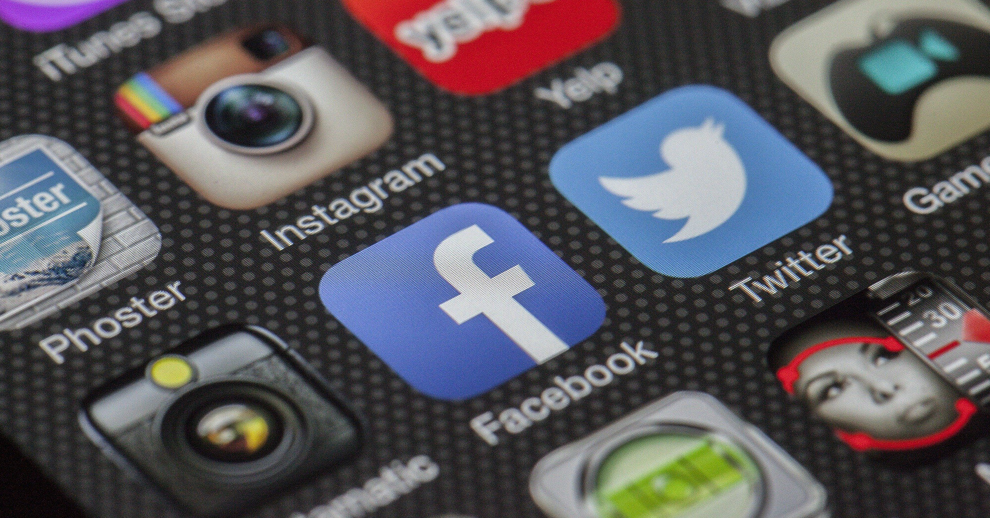 Facebook разрешит большинству сотрудников остаться на удаленке