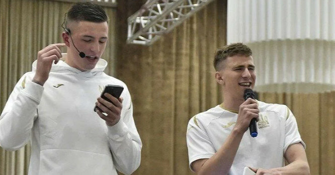 Футболісти збірної України заспівали хіт Скрябіна (відео)