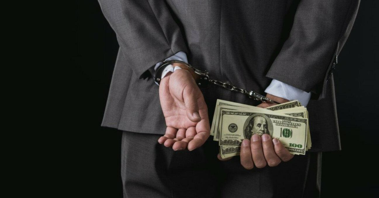 Начальника відділу львівської податкової затримали за системні хабарі
