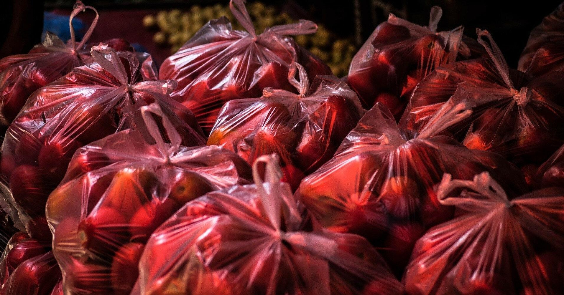 В Минэкологии объяснили, когда пластиковые пакеты уберут из магазинов