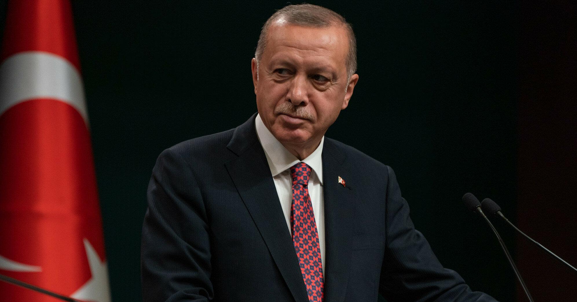 Эрдоган вызвал скандал, привившись третьей дозой вакцины