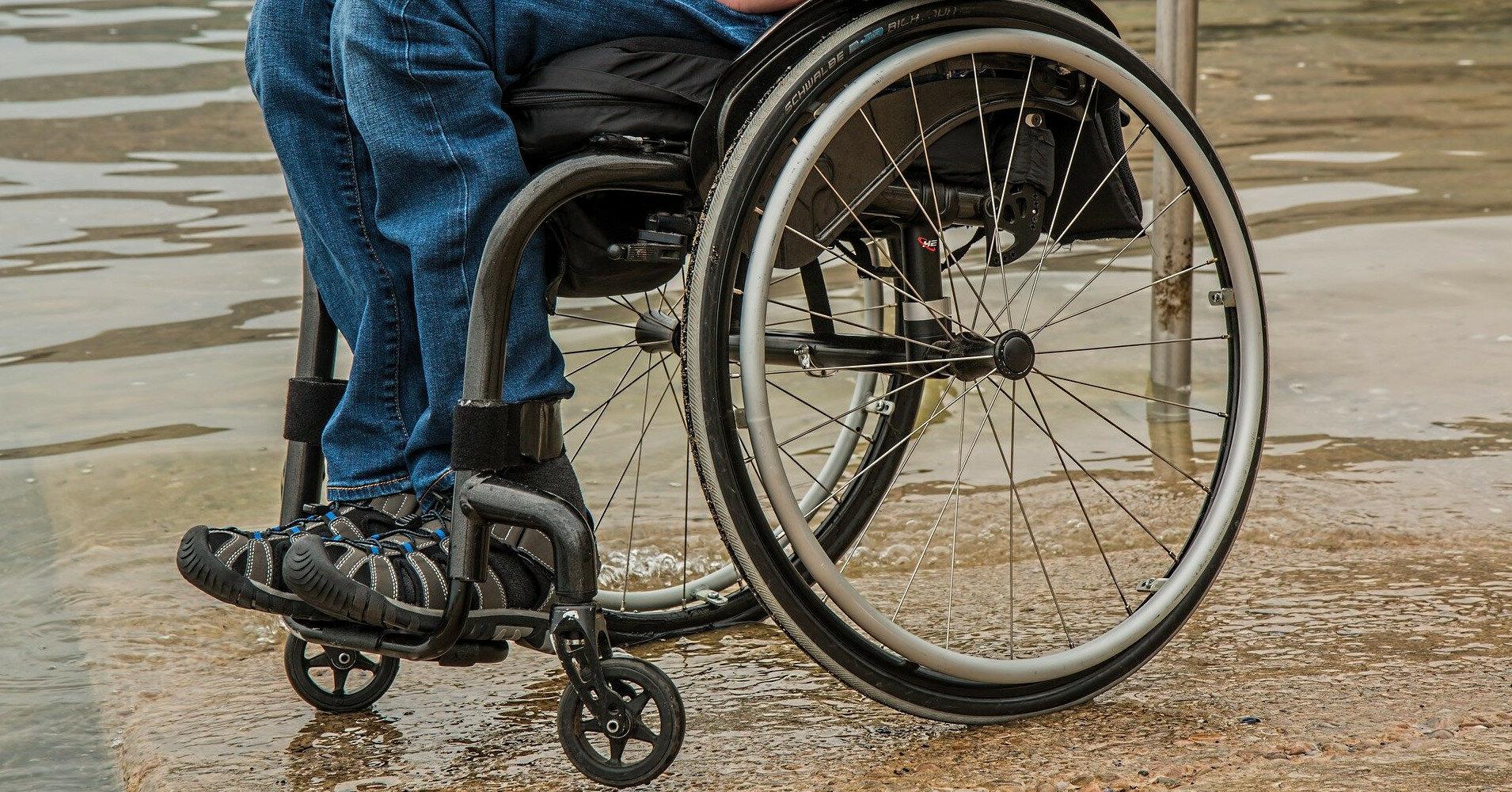 В Одессе пациентов-инвалидов вывезли из психбольницы на кладбище и бросили