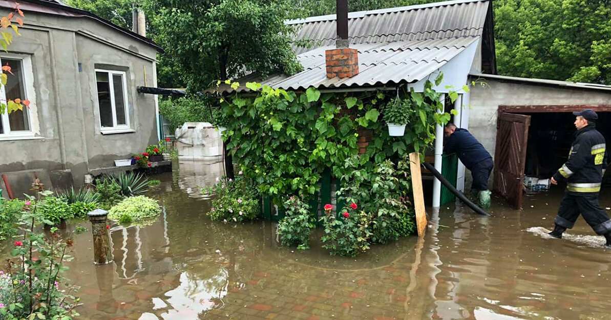 Из-за ливней в городе Днепр затопило 90 домов (фото)