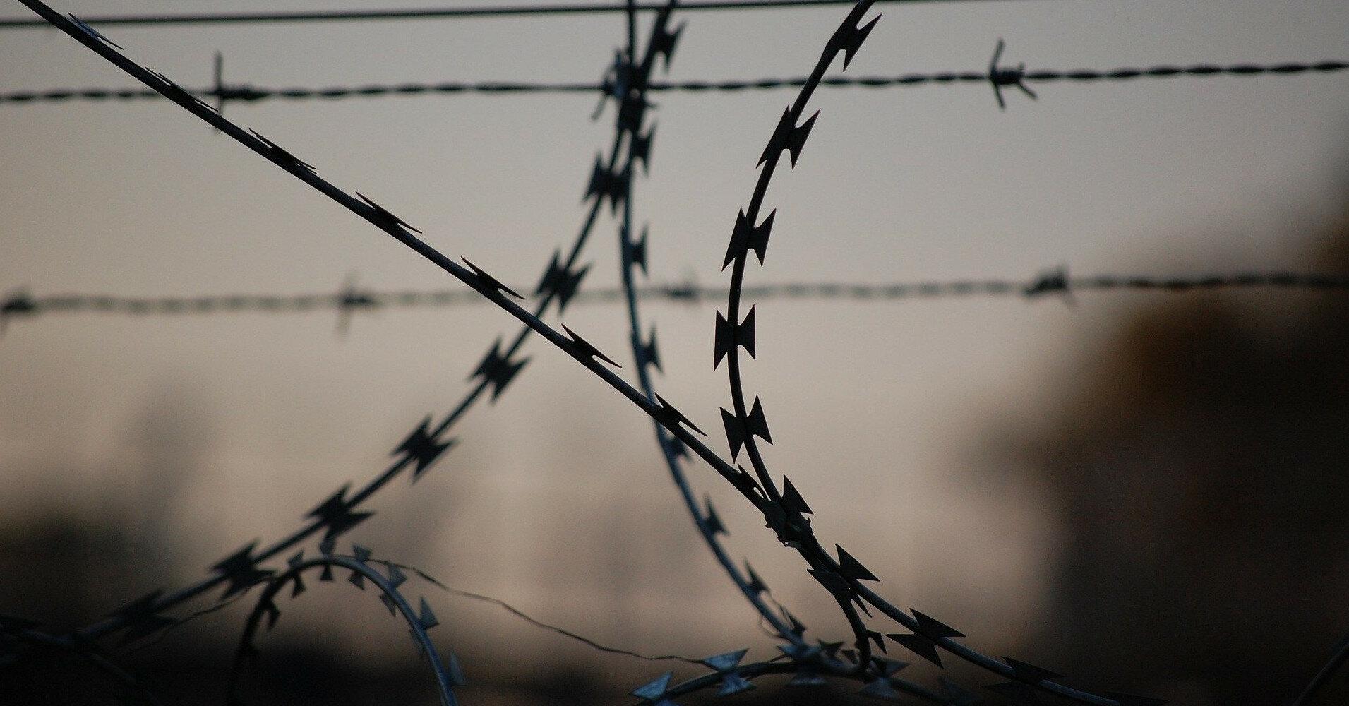 Место саммита США и РФ в Женеве оградили колючей проволокой