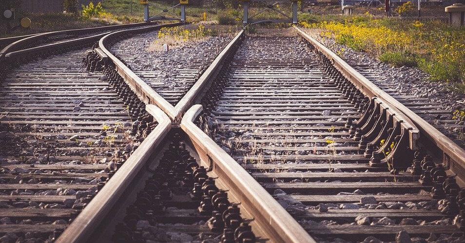 Из-за столкновения двух поездов в Пакистане погибло более 50 человек