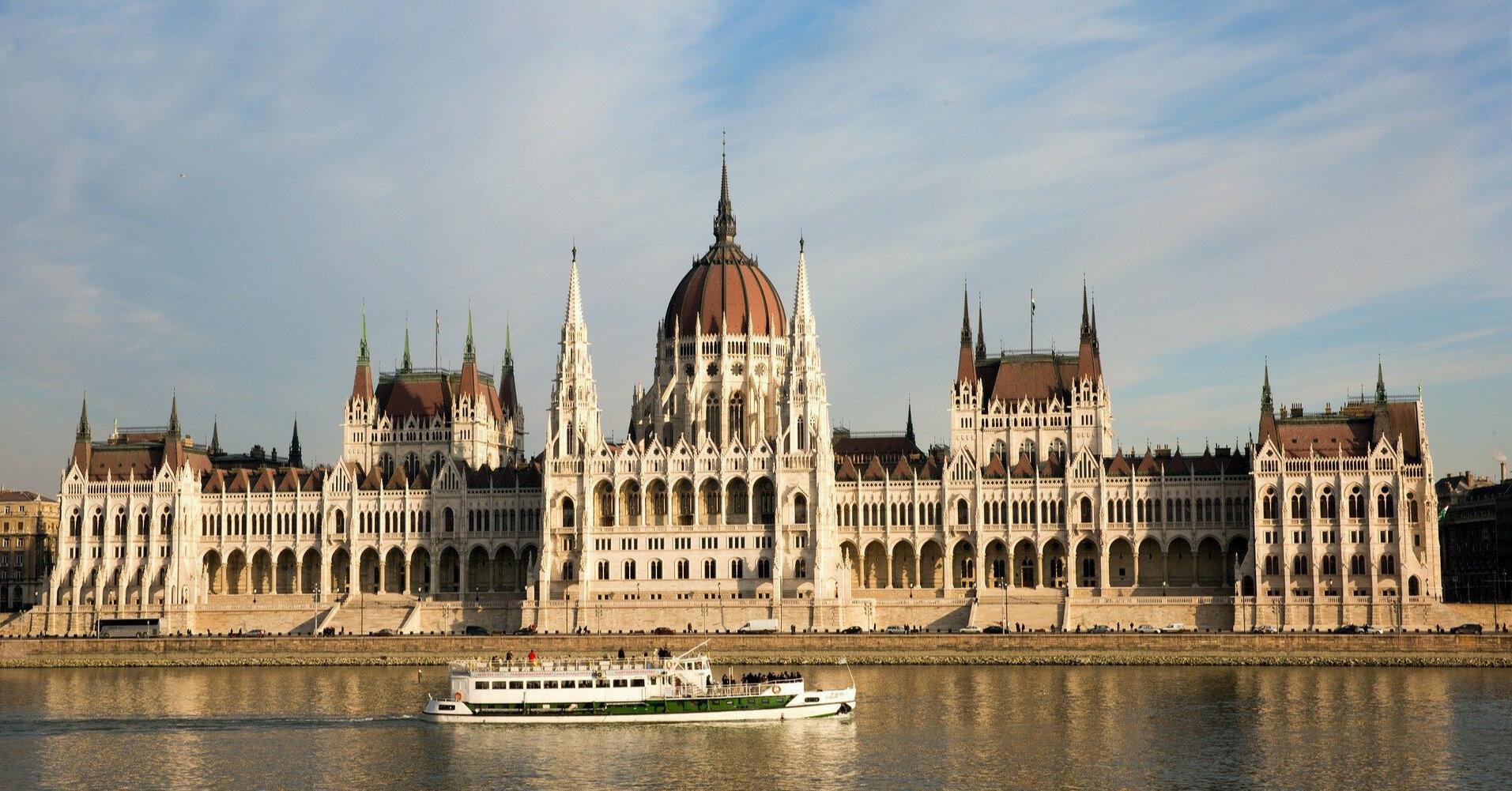 Венгрия признает украинские паспорта вакцинации: стоит ли ехать