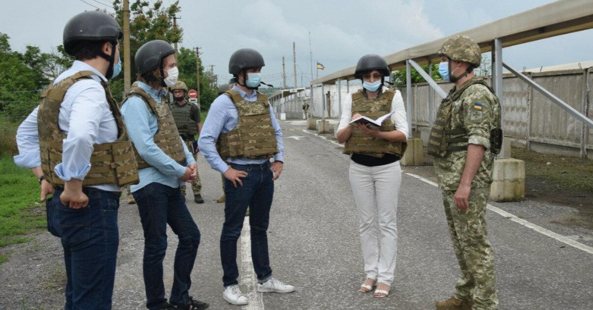 Группа французских политиков посетила зону ООС