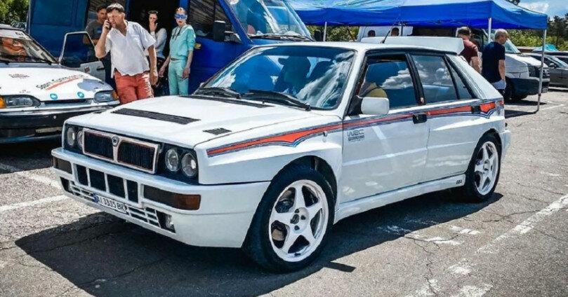 В Киеве заметили легендарный спорткар Lancia
