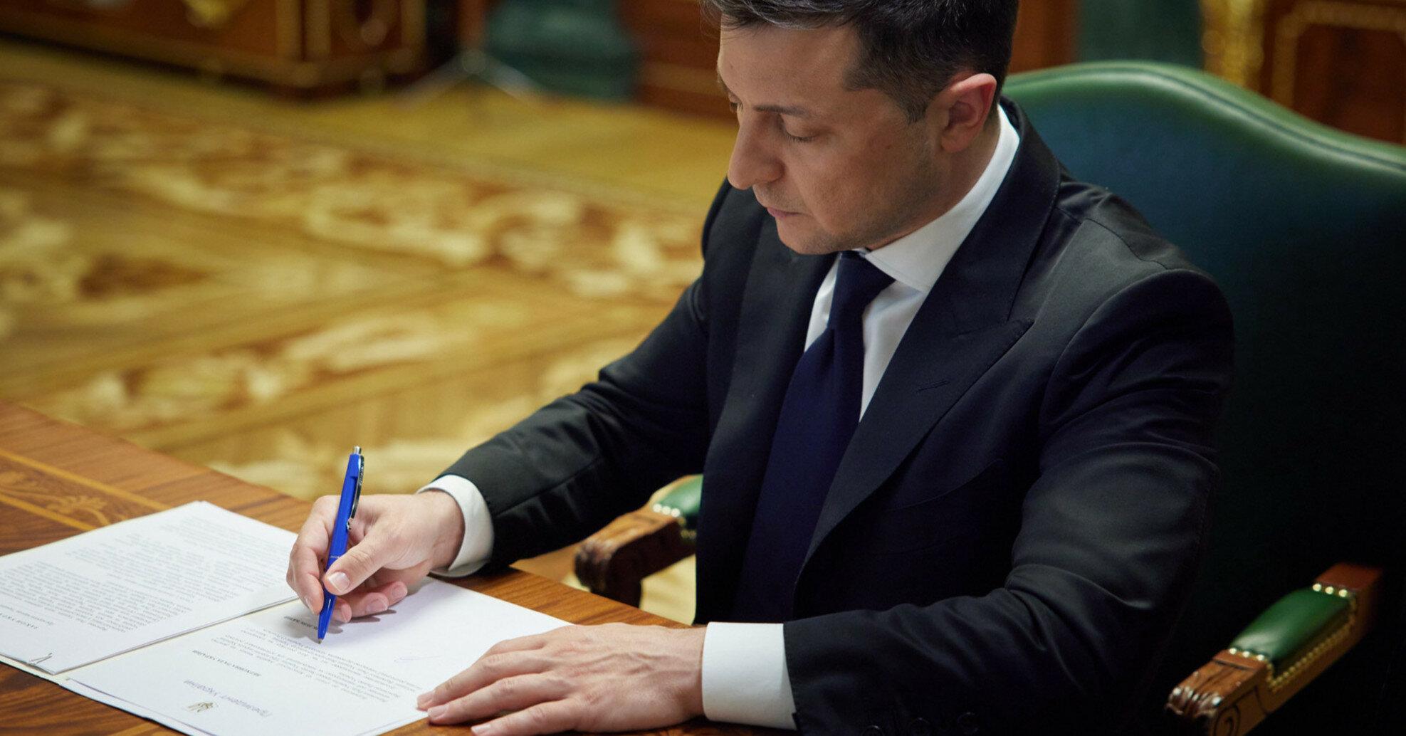 """Зеленский ввел бессрочные санкции против гендиректора """"Ростеха"""""""