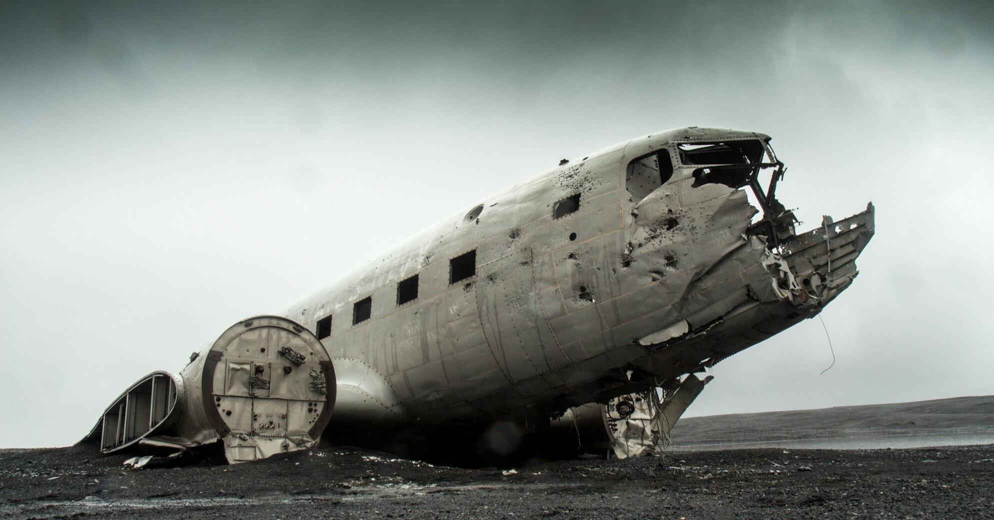 В Мьянме разбился военный самолет с буддийскими монахами