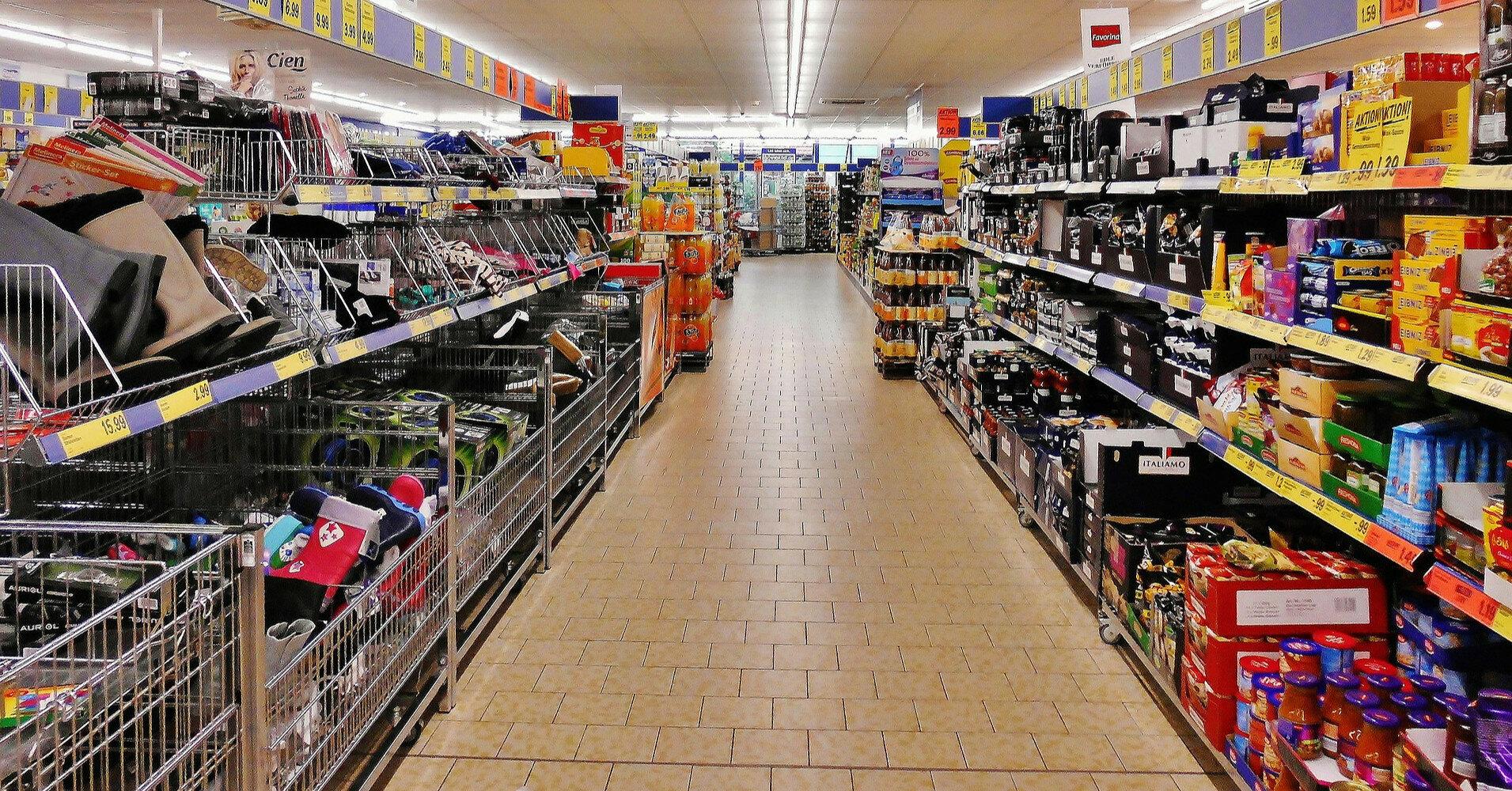 Две трети расходов украинцев уходит на еду и коммуналку