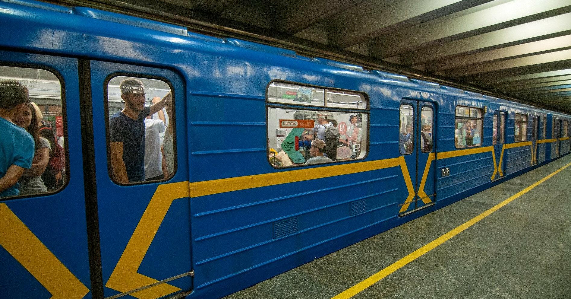 В киевском метро пожар тушили шваброй