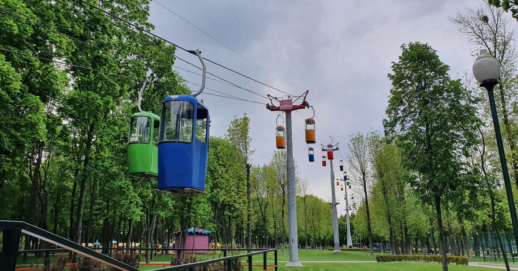 В Харькове на аттракционе застряли полтора десятка отдыхающих с детьми