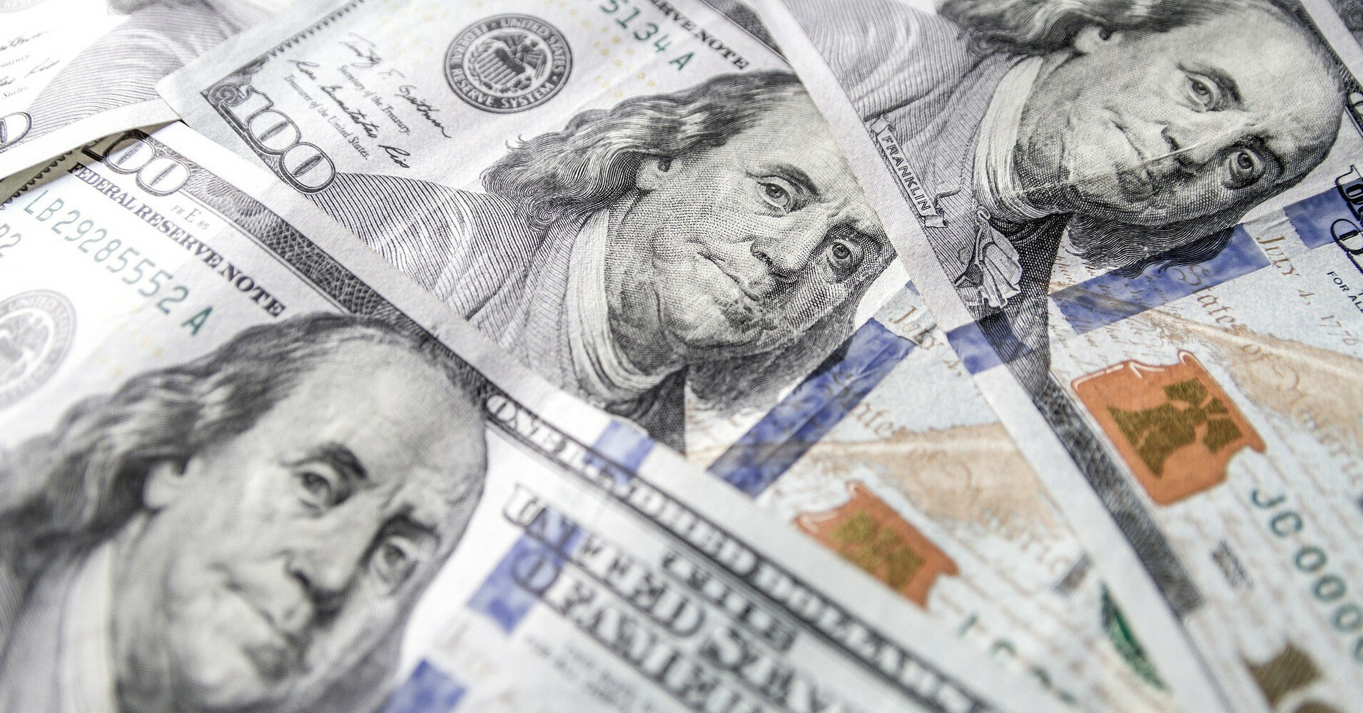 На Кубе с понедельника отменяют наличные в долларах США
