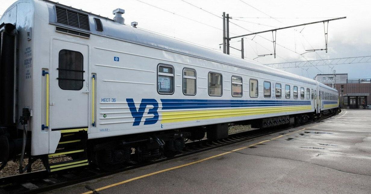 Поезд оставил пассажиров на вокзале во Львове и уехал с их чемоданами