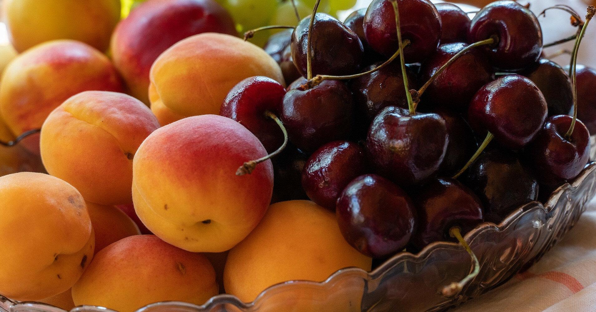 7 правил как правильно мыть фрукты и ягоды перед употреблением