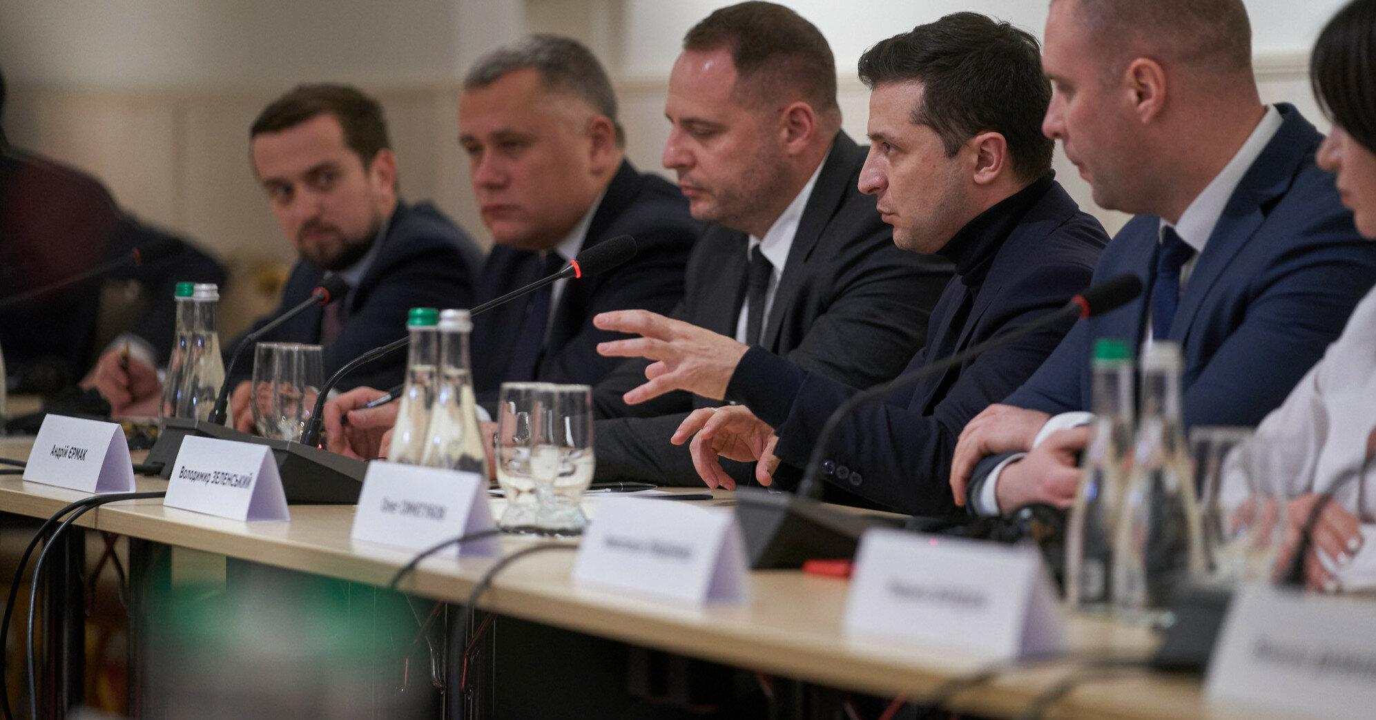 Зеленский объяснил, почему не хочет увольнять Ермака