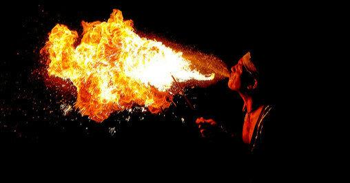 Под Запорожьем мужчина выпил бензин вместо спиртного и закурил