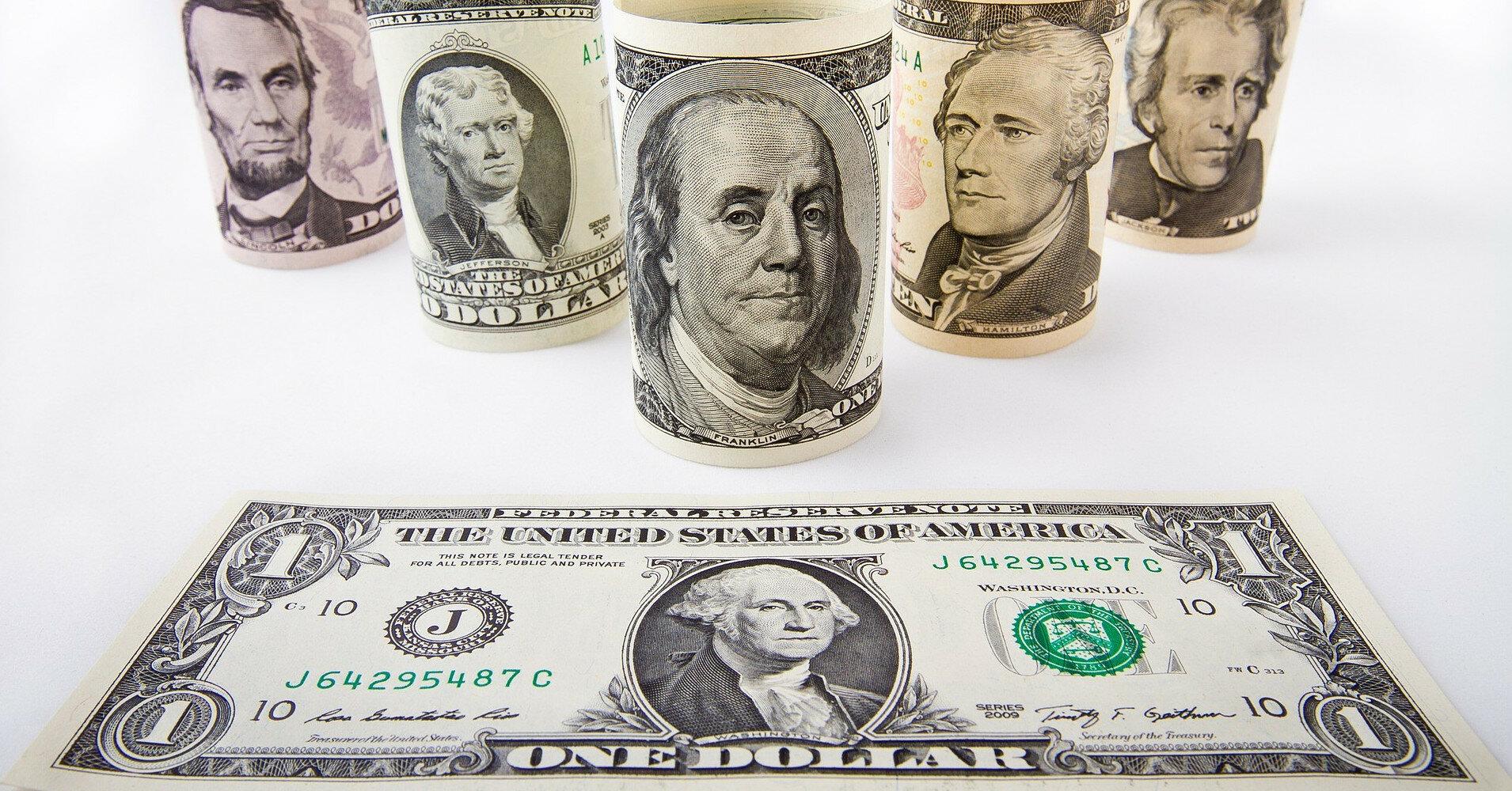 Межбанк: огромные продажи валюты давят на доллар