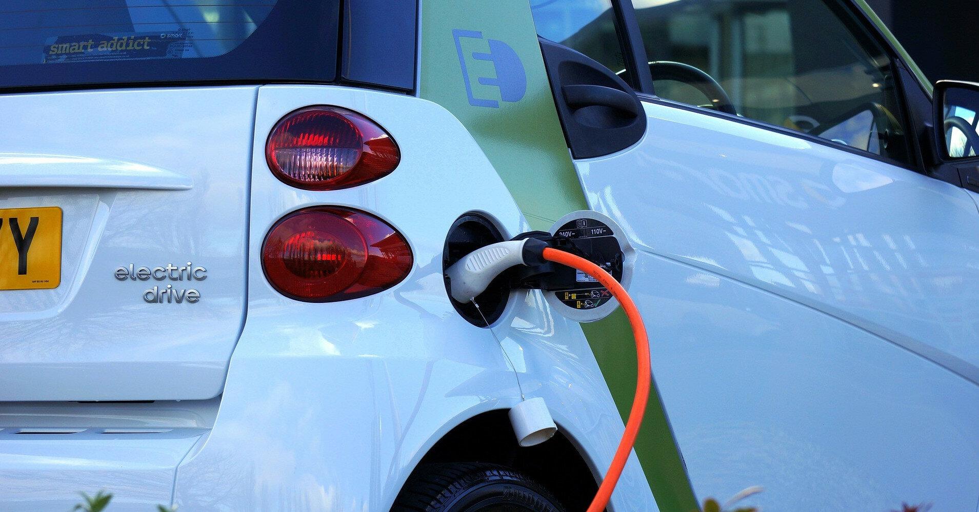 Bloomberg спрогнозировал переход на электромобили