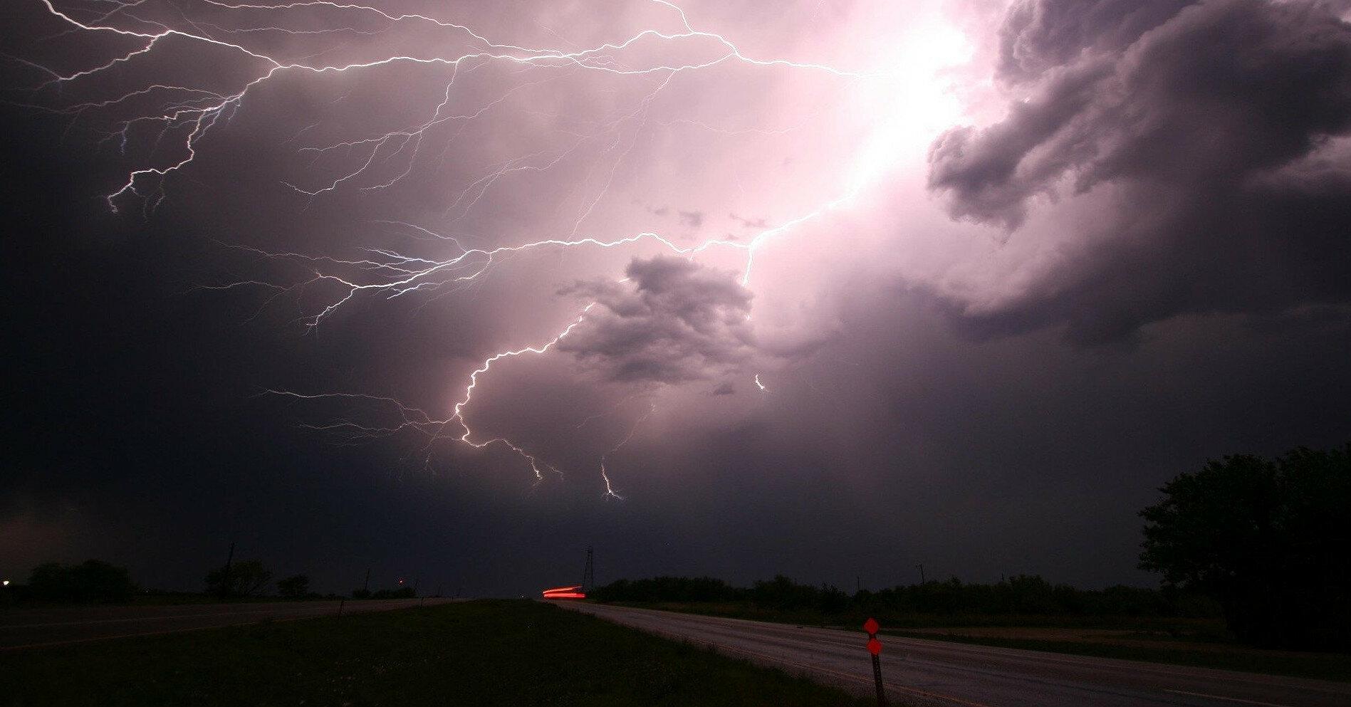 ГСЧС объявила штормовое предупреждение в четырех областях
