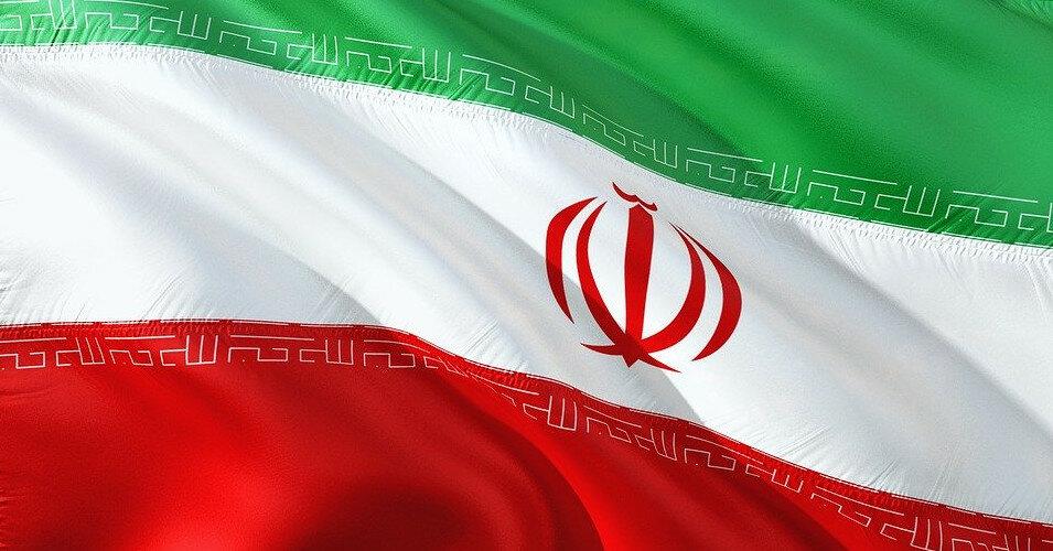 Самый большой корабль ВМС Ирана затонул после пожара