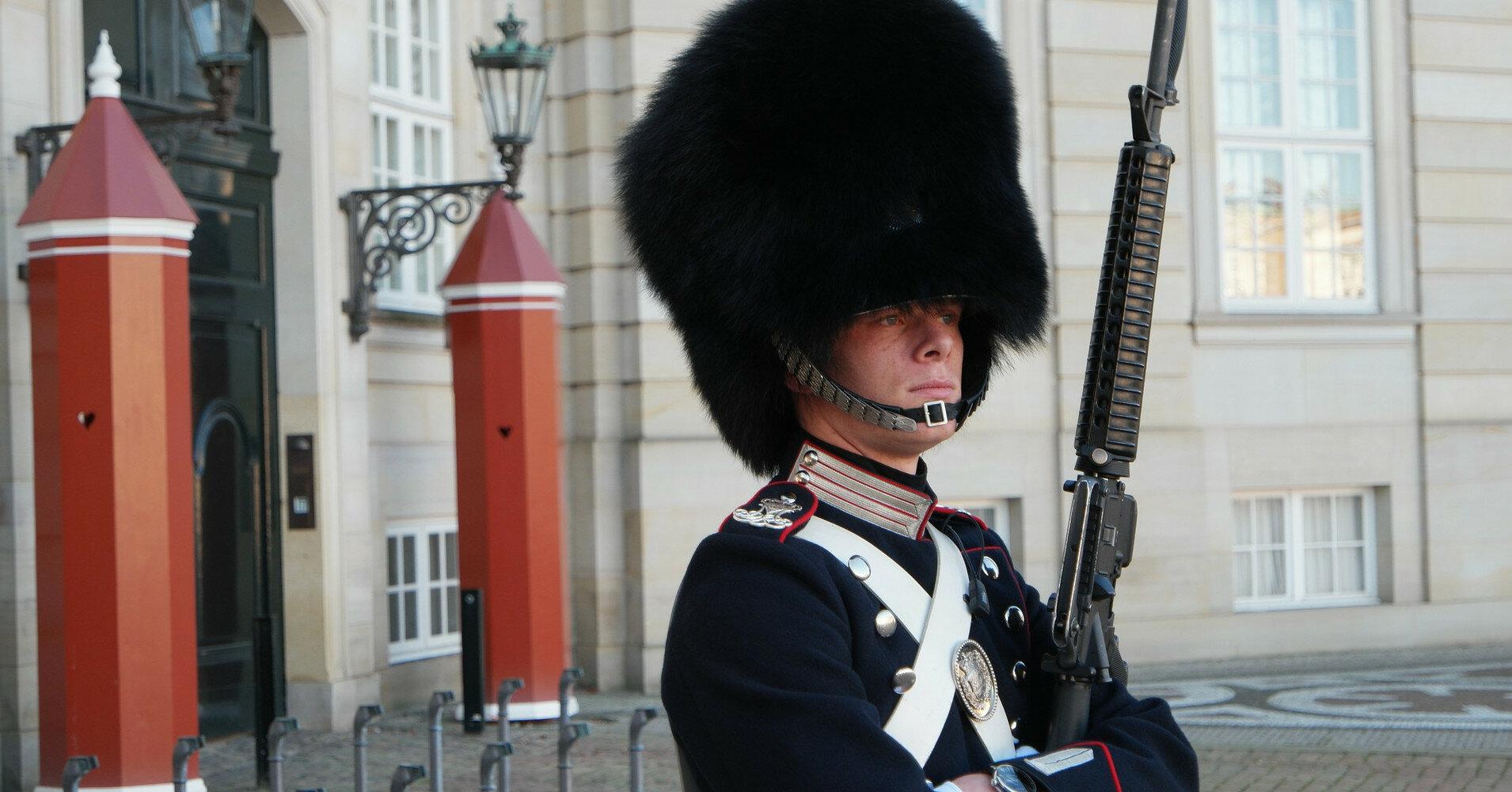 В Дании военным запретили носить форму вне службы