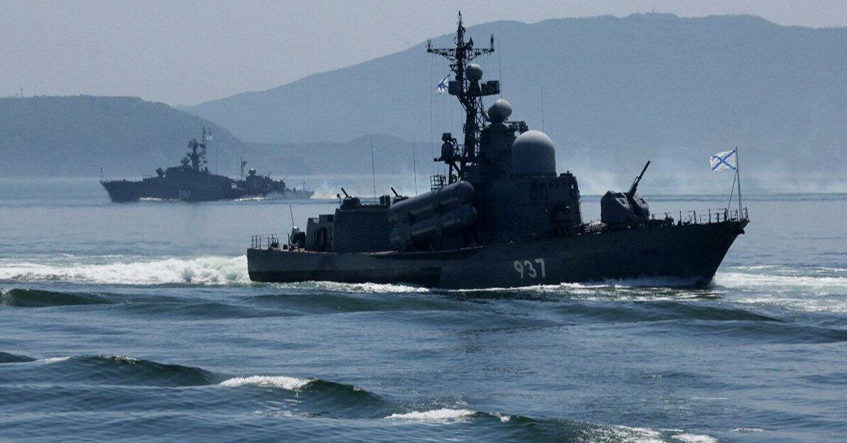 Российские корабли проведут маневры возле британского авианосца