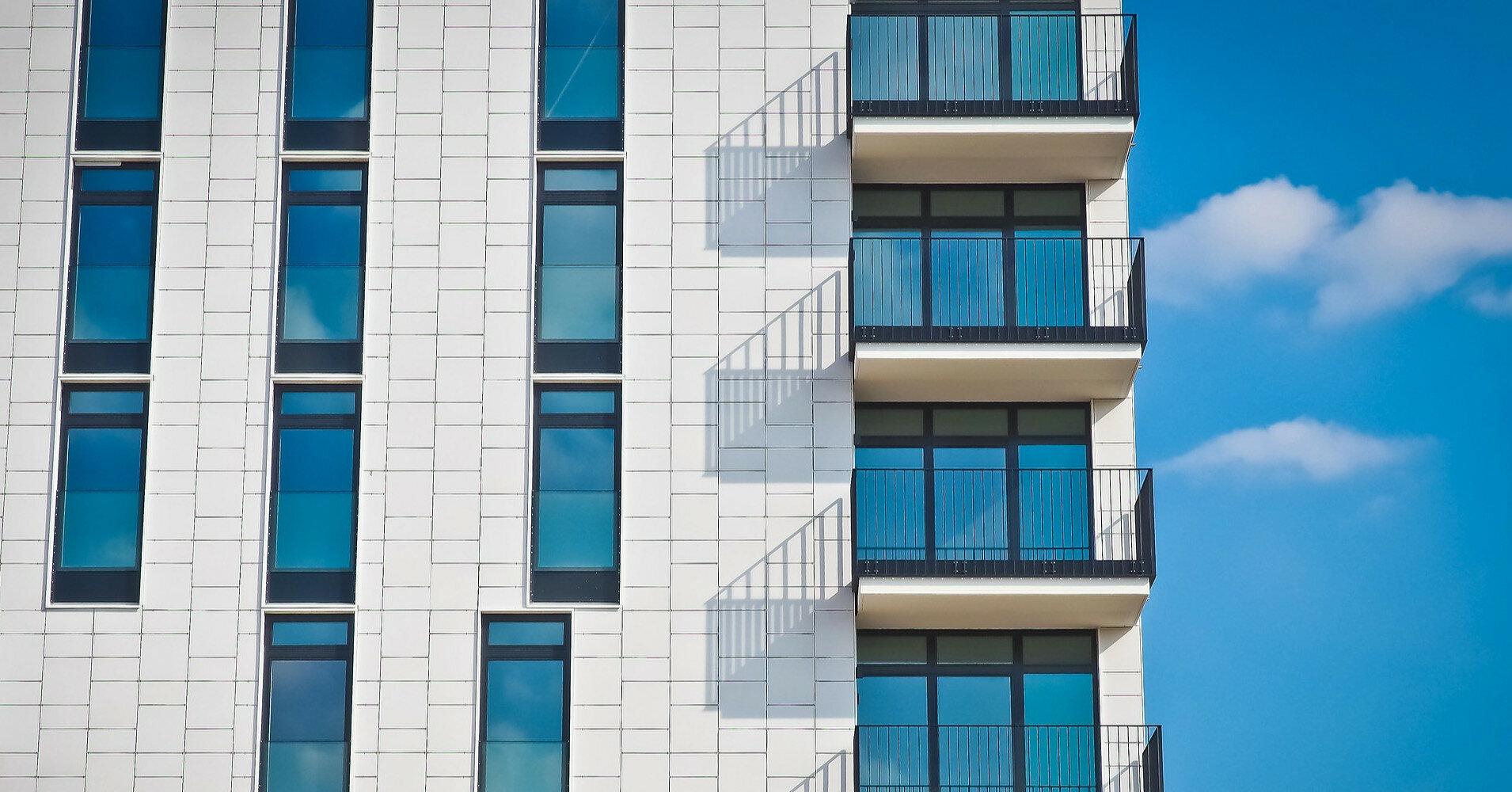 Жителей взорвавшейся многоэтажки под Киевом не пускают в квартиры