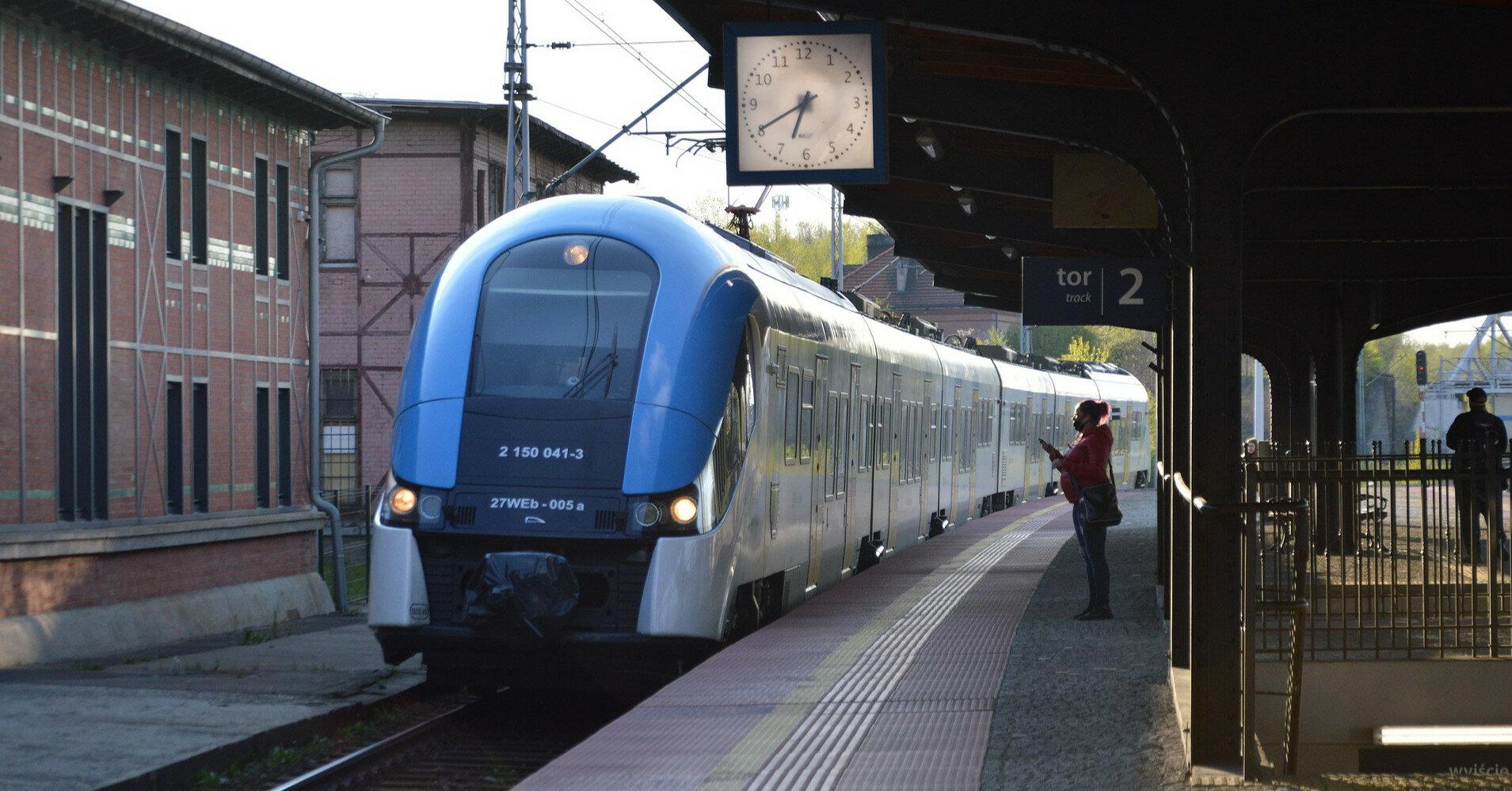 В Польше машиниста забыли с туалете, поезд уехал без него