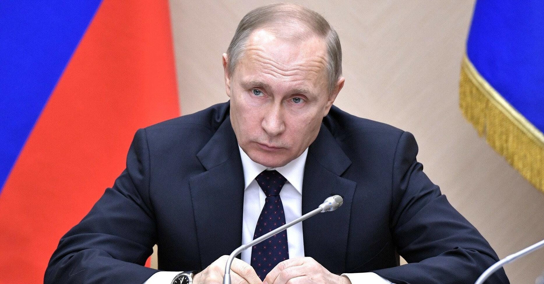 """Путин обсудил с Макроном и Меркель переговоры в """"нормандском формате"""""""